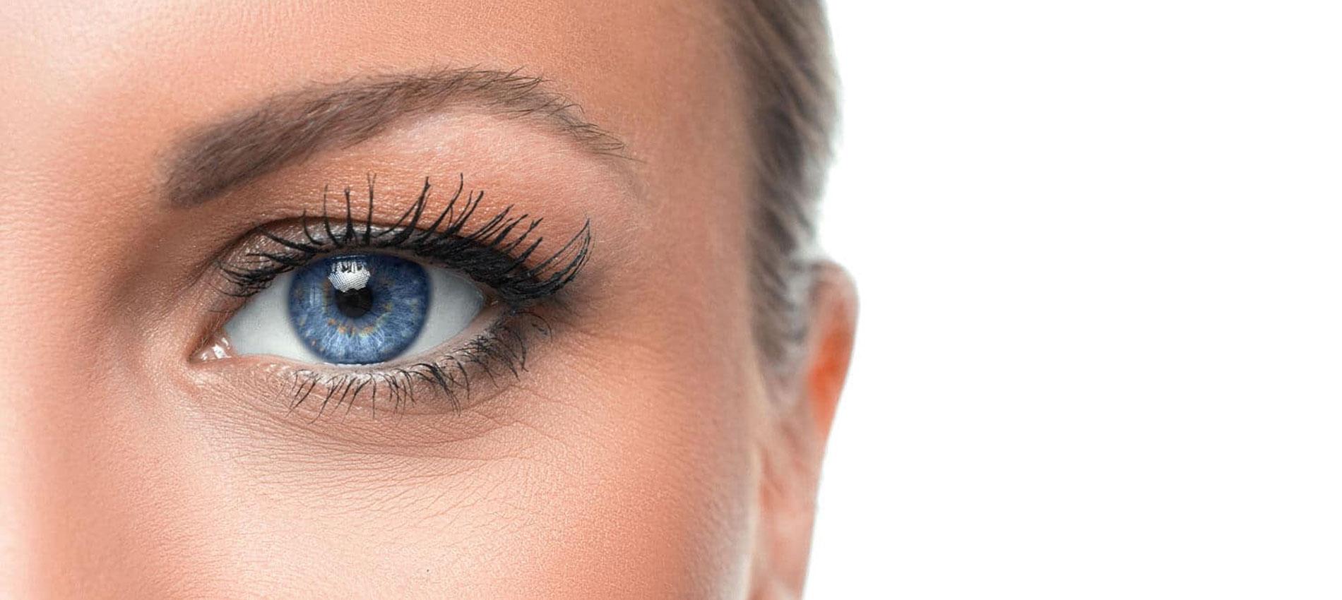 Occhio azzurro di ragazza
