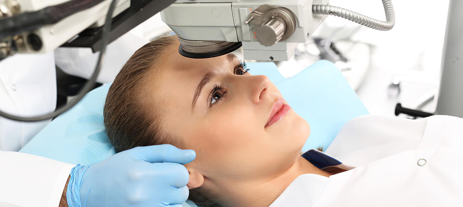 Chirurgia laser occhi a ragazza